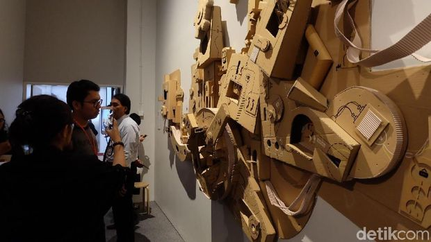 Main-main dengan Kardus di Ruang Seni Anak Museum MACAN