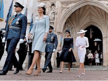 Dalam foto ini, Putri Diana terlihat akrab dengan Meghan Markle, istri putra bungsunya, Pangeran Harry. (Foto: Instagram @dianaprincesadegales)