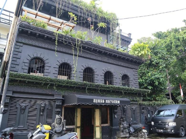 Penjaga Rumah sebut Tak Ada Rumah Ahmad Dhani yang Dijual