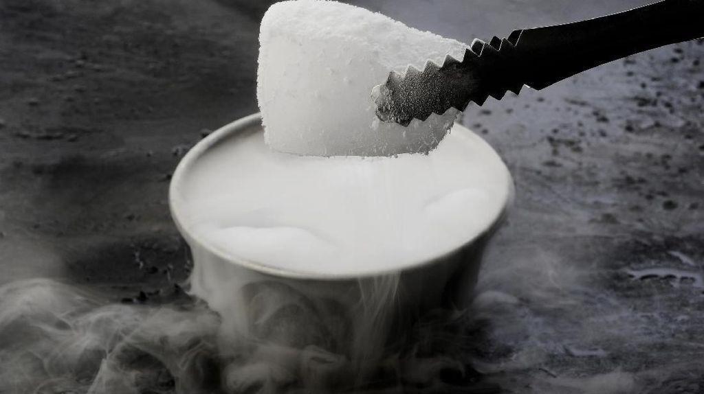 Nenek Meninggal karena Uap Biang Es, Kok Bisa?