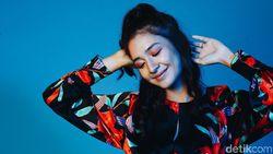 Karier, Iman dan Keluarga Bagi Mikha Tambayong Celeb of The Month Bulan Ini