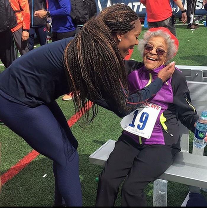 Ida menjadi inspirasi tak hanya bagi anak muda, tapi juga bagi orang seumurnya. Hayo, jangan banyak alasan ya untuk tidak berolahraga! (Foto: Instagram/healthypast100)