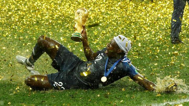 Mendy meraih trofi Piala Dunia meski hanya tampil 40 menit.
