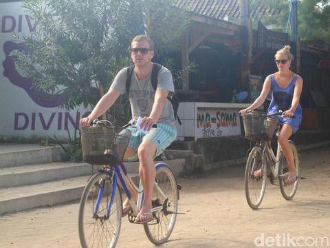 Sepeda adalah transportasi utama di Gili Trawangan