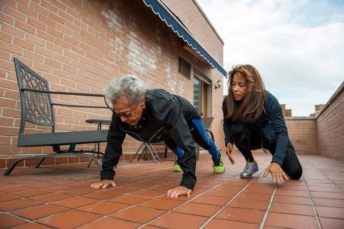 Putrinya juga menjadi seorang pelatih kebugaran, sehingga mereka selalu berlatih bersama. (Foto: Facebook/Ida Keeling)