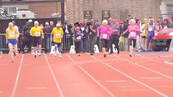 Pada 2016 lalu, ia memecahkan rekor dunia bagi pelari dalam kompetisi lari Penn Relays, yakni 100 meter dengan waktu 1 menit 17 detik. (Foto: Instagram/healthypast100)