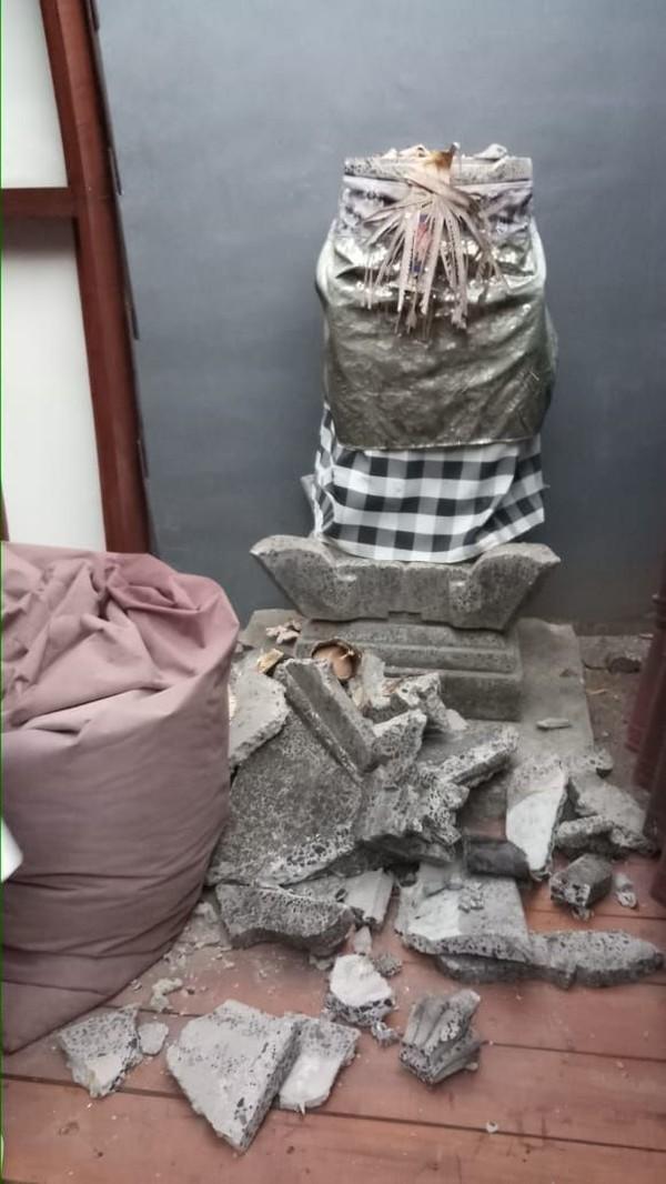 Minggu (5/8) malam gempa mengguncang Gili Trawangan dan membuat turis panik. Banyak yang menyelamatkan diri naik ke atas bukit (Antik Tri Permana/Istimewa)
