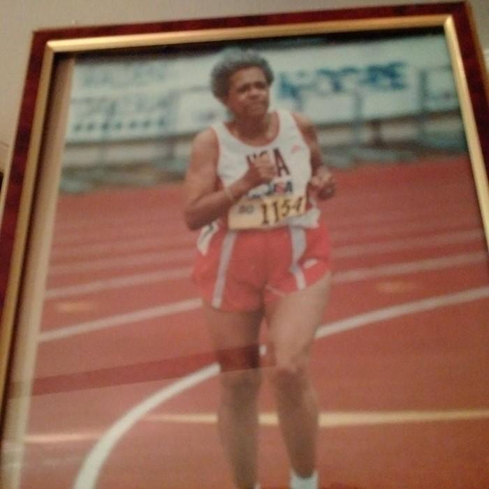 Sebelumnya, pada usia 80 tahun ia pernah menyabet medali perunggu pada 800 meter mewakili Amerika Serikat dalam WAVA World Championships. (Foto: Facebook/Shelley Keeling)
