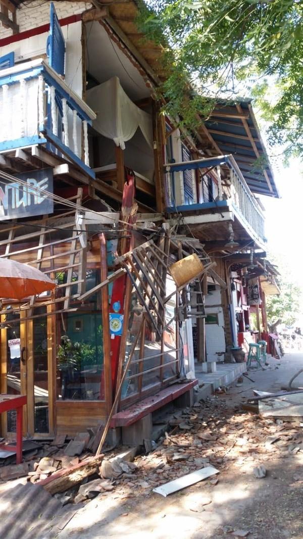 Beberapa bangunan yang hancur di Gili Trawangan akibat gempa (Austin Gusman/Istimewa)