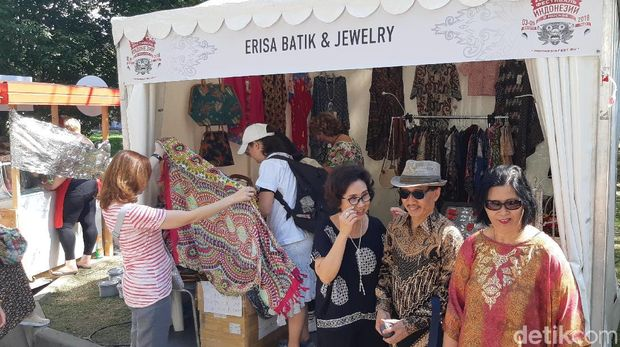 Dubes M Wahid Supriyadi saat meninjau Festival Indonesia 2018 lalu