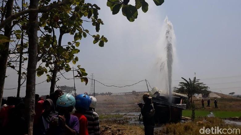 Semburan Air dan Lumpur 30 Meter di Ngawi yang Masih Tanda Tanya