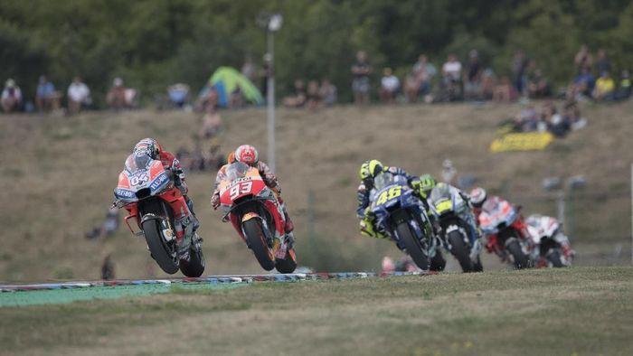 Andrea Dovizioso memimpin jalannya balapan MotoGP Republik Ceko. (Foto: Mirco Lazzari gp/Getty Images)
