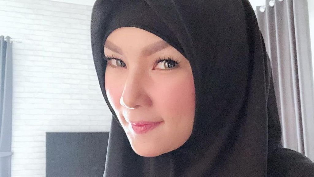 Cantiknya Kalina, Mantan Istri Deddy Corbuzier Saat Pakai Hijab