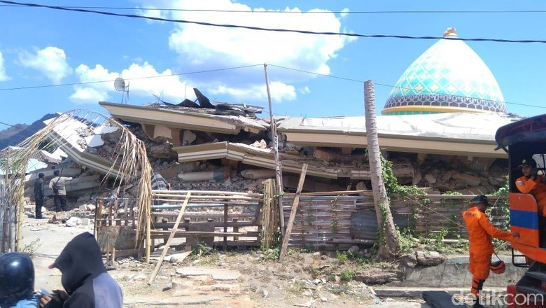 Gempa Robohkan Masjid di Lombok Utara, Diduga Ada Jemaah Tertimpa