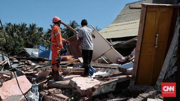 Diperkirakan 67 ribu lebih rumah rusak karena Gempa Lombok berkekuatan 7 Skala Richter.