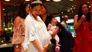 Selamat! Happy Salma Lahirkan Anak Kedua