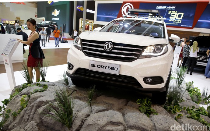 Sama-sama Mobil China, Larisan Wuling atau DFSK?