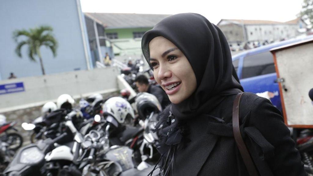Nikita Mirzani Akan Sambangi Korban Gempa Lombok