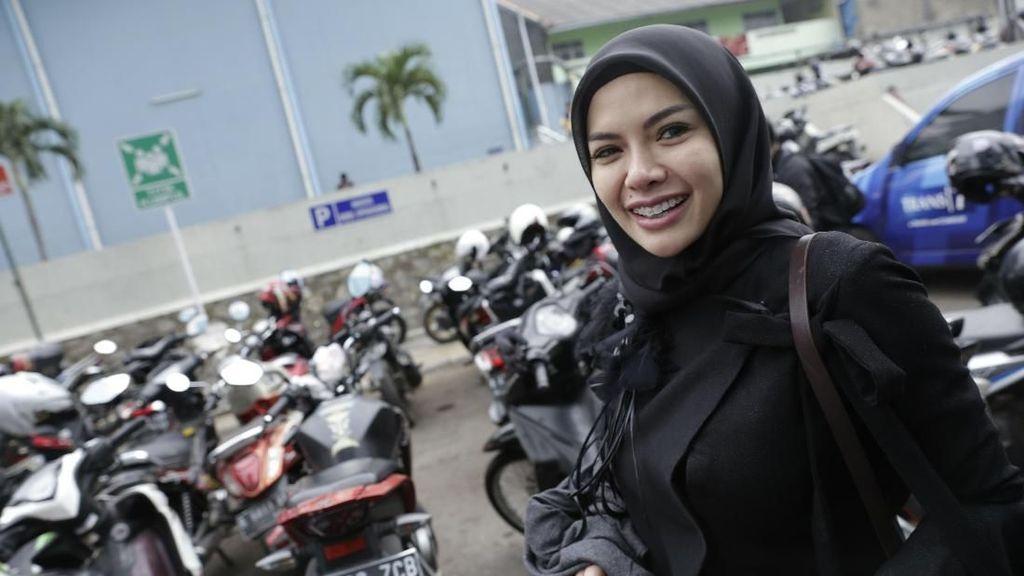 Apa Kata Nikita Mirzani Soal Aksi Moge Jokowi Pakai Stuntman?