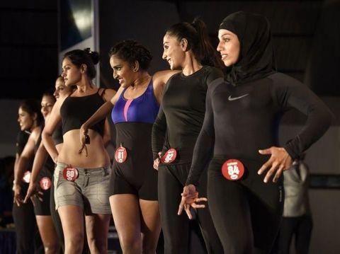 Majizia Bhanu, atlet angkat beban berhijab dari India.