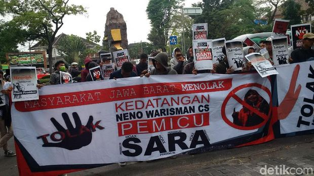 Tolak Deklarasi #2019gantipresiden, Massa Gelar Aksi di Pusdai