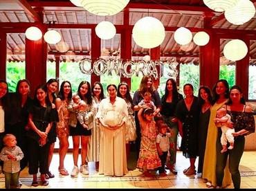 Ekspresi bahagia di baby shower untuk Happy Salma. (Foto: Instagram @happysalma)