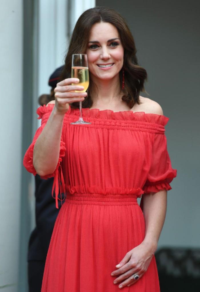 """Salah satu minuman favorit Kate Middleton adalah Jack Daniels. Selain itu juga ada """"Crack Baby"""", yaitu campuran jus buah markisa, vodka dan champagne. Foto: Istimewa"""
