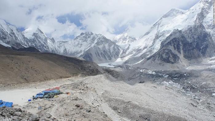 Gunung tertinggi di dunia, Gunung Everest. Foto: CNN