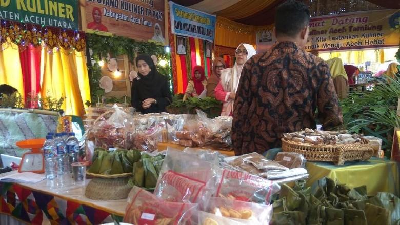 Beragam makanan tradisional di Pekan Kebudayaan Aceh (PKA) ke-7. (Agus Setyadi/detikTravel)