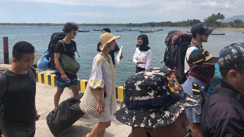 Turis yang dievakuasi dari 3 Gili hari ini (dok Puskompublik Kemenpar)