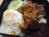 Kalau ke Singapura Mampirlah Cicipi Nasi Lemak Enak di 5 Tempat Ini
