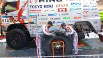 GIIAS 2018: Gila! Ban Truk untuk Reli Dakar Ini Beratnya 150 Kg
