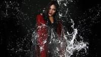 Konsepnya super unik, Splash Your Soul. Selama pemotretan, Marion Jola disiram air. Foto: Dok. Instagram/fdphotography90