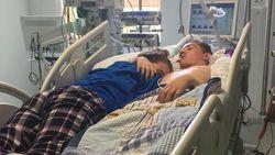 Mengiris Hati, Kisah Remaja Peluk Teman Spesial Sebelum Life Support Dimatikan
