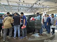 Suzuki Jimny dikerubungi di GIIAS 2018.