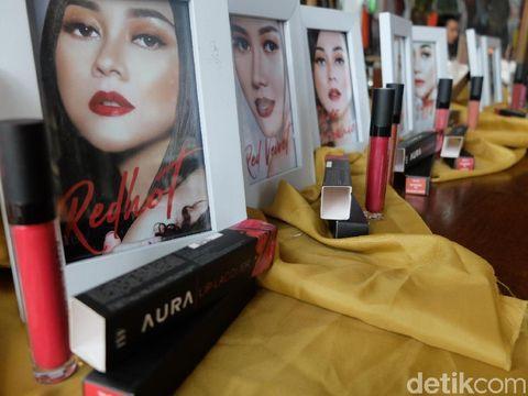 Lipstik Aura Kasih, Aura Lip Lacquer.