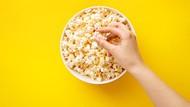 Apa Iya Ngemil Popcorn Bisa Bantu Turunkan Berat Badan?