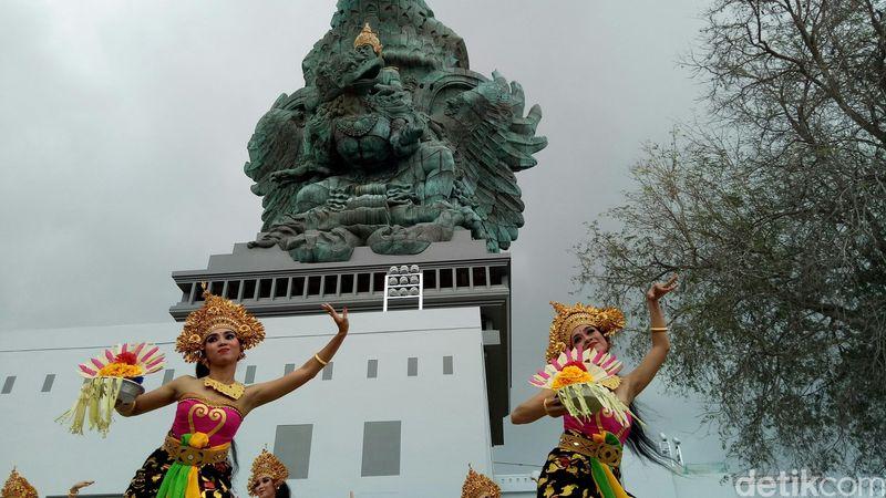 Patung Garuda Wisnu Kencana (GWK) rampung 100 persen. Ritual ini dilakukan sebelum adanya peresmian Patung GWK oleh Presiden Jokowi (Nandhang Astika/detikTravel)