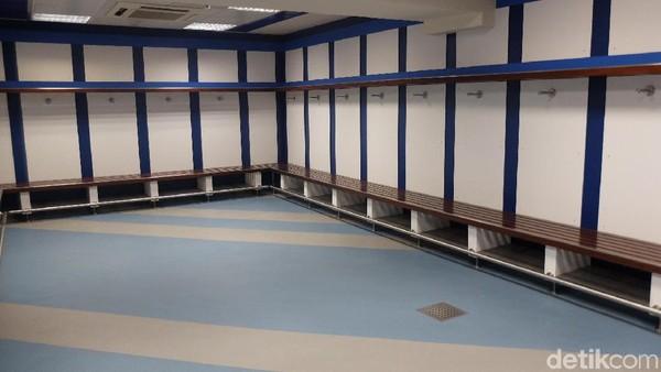 Traveler bisa berkeliling stadion dari ujung ke ujung bahkan hingga ruang ganti pemain (Dhani Irawan/detikTravel)