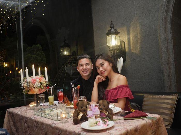 Kim Jeffrey Kurniawan atau Kim Kurniawan, merupakan adik dari Jennifer Bachdim. Pemain bola keturunan Indonesia Jerman ini, kerap menghabiskan waktu dengan makan bersama kekasih.Foto: Instagram @kimkurniawan
