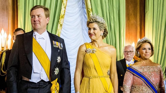 AMSTERDAM, NETHERLANDS - MAY 16: King Willem-Alexander and Queen Maxima of The Netherlands at the Red Ribbon Concert organized by the AIDS2018 organizations on May 16, 2018 in Amsterdam, Netherlands. (Photo by Patrick van Katwijk/Getty Images)