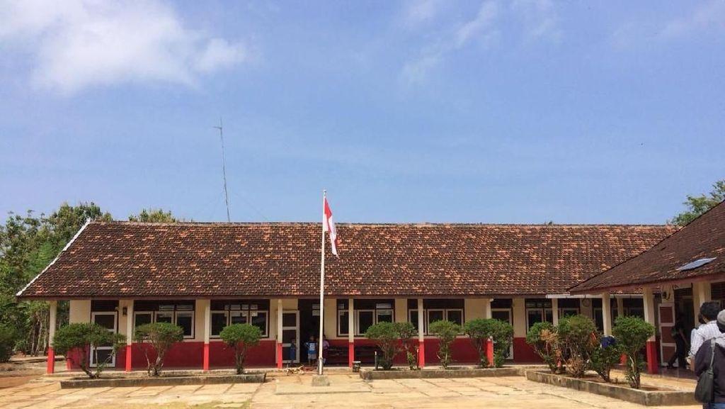 Ada Kebun Matahari, Sekolah di Pulau Parang Kini Bisa Pakai Proyektor