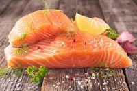 Apakah Garis-garis Putih pada Daging Ikan Salmon Aman Dimakan?