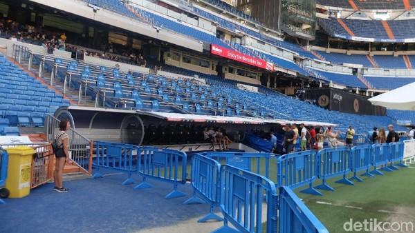 Berkeliling Santiago Bernabeu menuju bangku cadangan pemain Real Madrid (Dhani Irawan/detikTravel)
