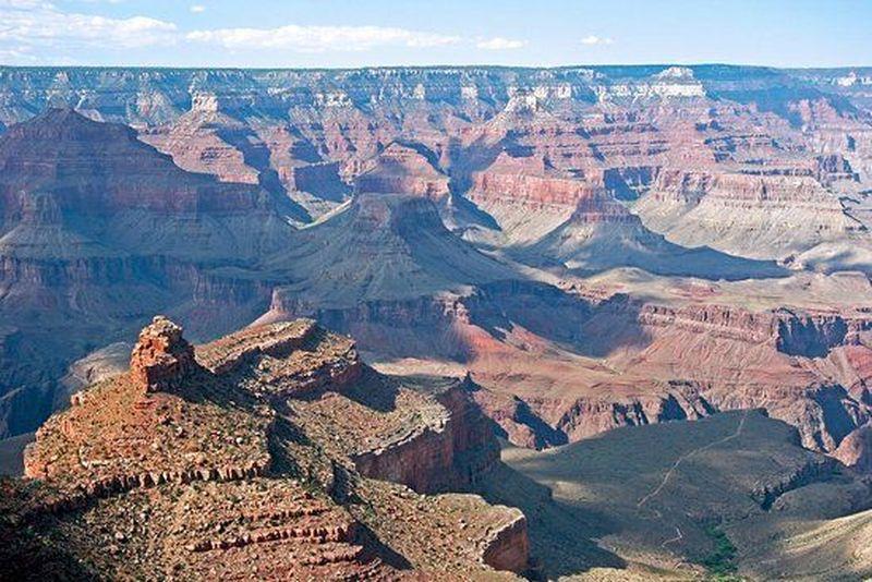 Grand Canyon menjadi Taman Nasional pertama di Amerika Serikat. Terletak di utara Arizona, Grand Canyon menjadi tempat rekreasi populer di kalangan wisatawan domestik dan mancanegara (Istimewa)