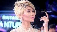 Salah satu wig favorit Inul yang disebut bernilai Rp 8,5 juta, apalagi harga dressnya ya?Dok. Instagram/inul.d