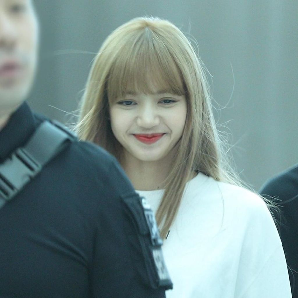Lisa BLACKPINK Jadi Artis Korea Tercepat Capai 10 M Followers