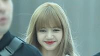 Lisa BLACKPINK dijadwalkan hadir dalam acara YG Official Shop di The Kasablanka Hall, Kota Kasablanka. Acara akan dimulai sekitar pukul 14.00 WIB. Foto: Dok. Instagram/lisa_blackpink