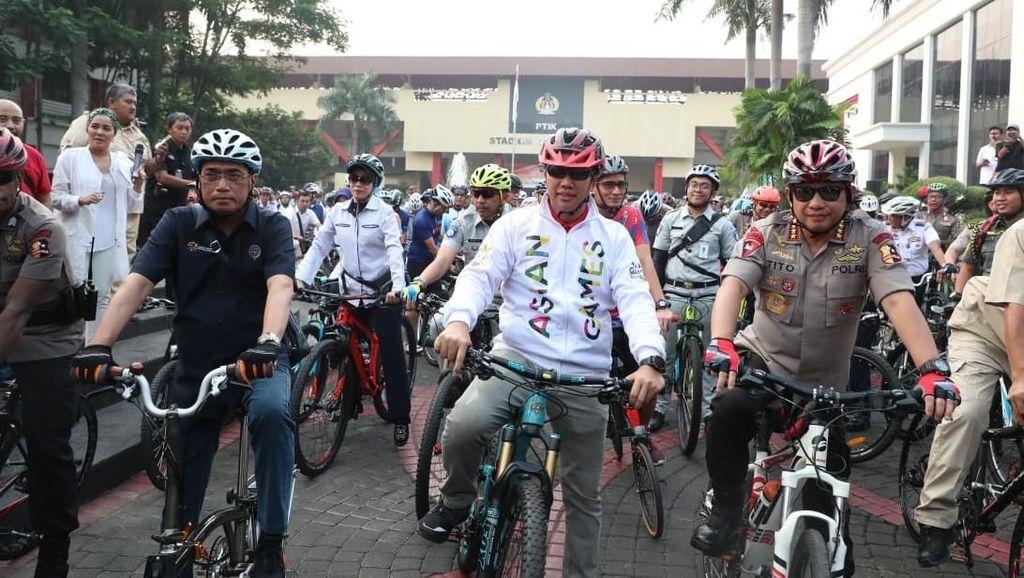 Sambut Asian Games, Menpora Gowes dari PTIK ke Monas