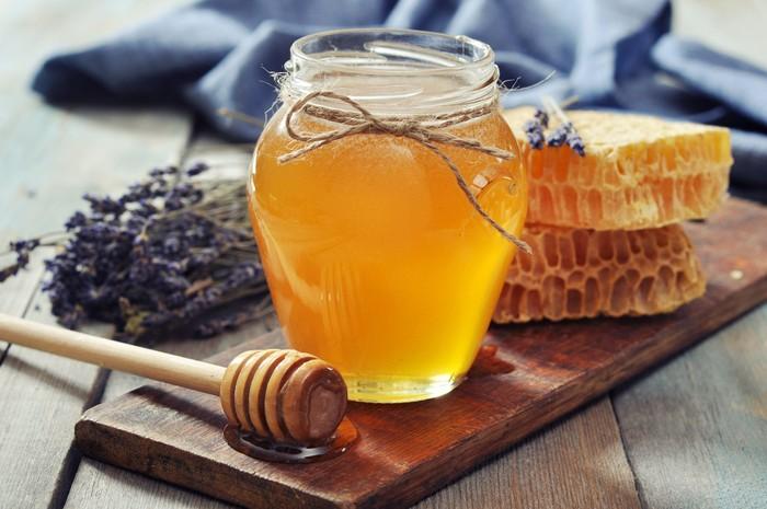 Manfaat madu bagi kesehatan. Foto: iStock